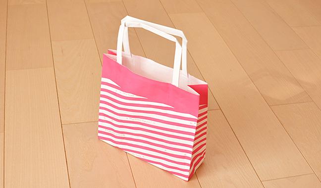 ストライプ柄手提げ紙袋