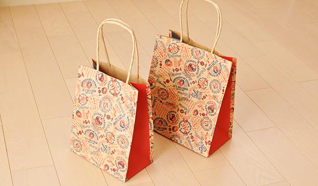 アメリカンポップ柄の手提げ紙袋