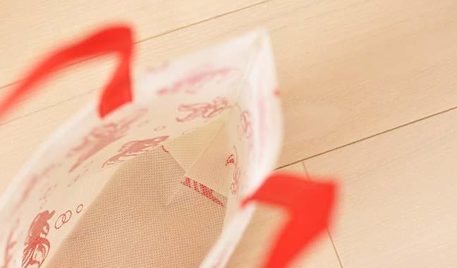 金魚模様の不繊布バッグ