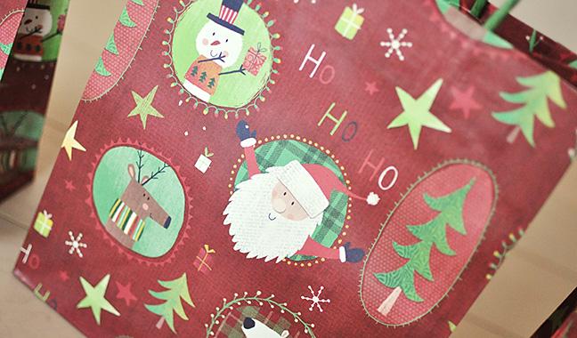 クリスマスワッペン柄手提げ紙袋